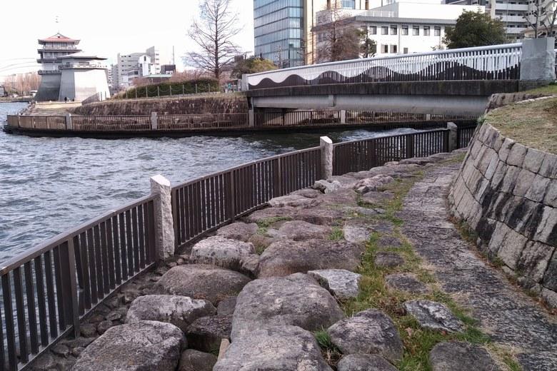 浜大津の吾妻川の流れ込み