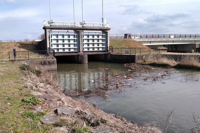 葉山川河口の北にある水門