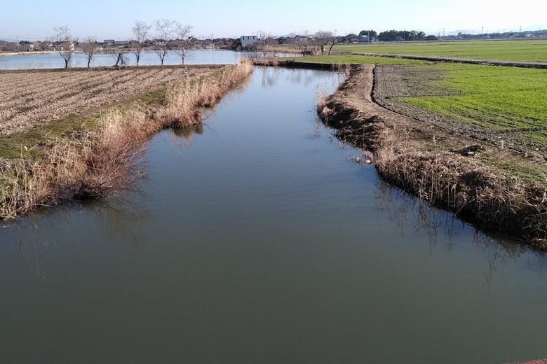 柳平湖と平湖をつなぐ水路