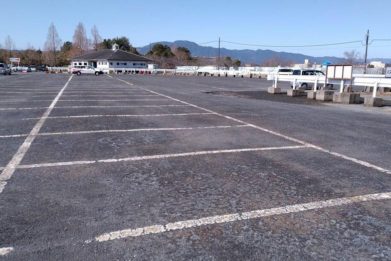 東側にある、矢橋帰帆島公園駐車場