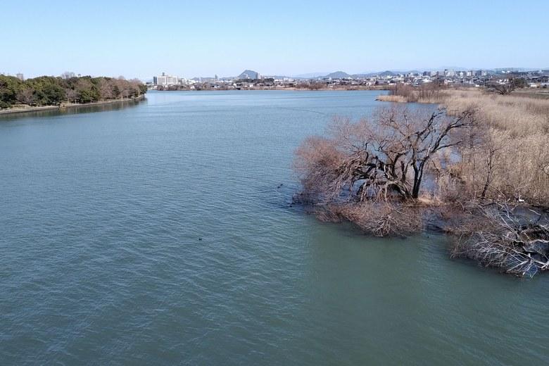 帰帆南橋から見た、帰帆島の水道
