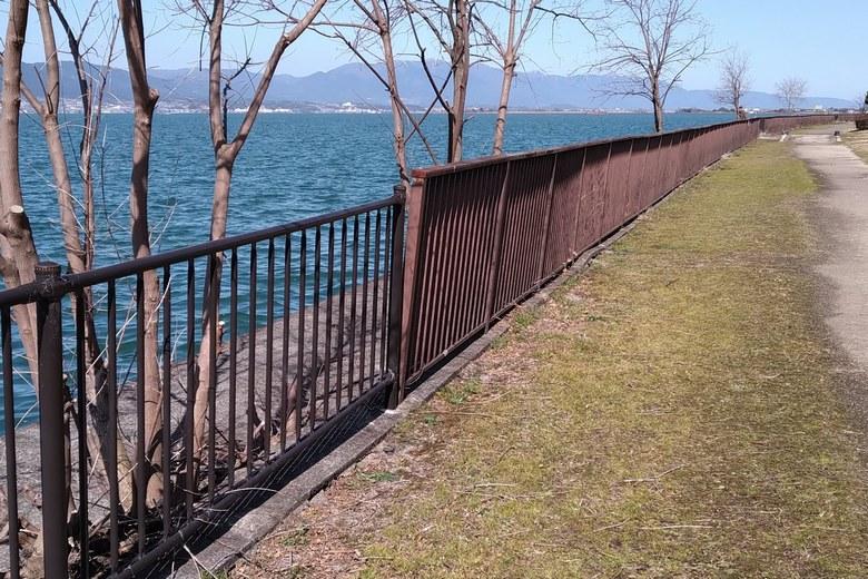 帰帆島の西岸の柵