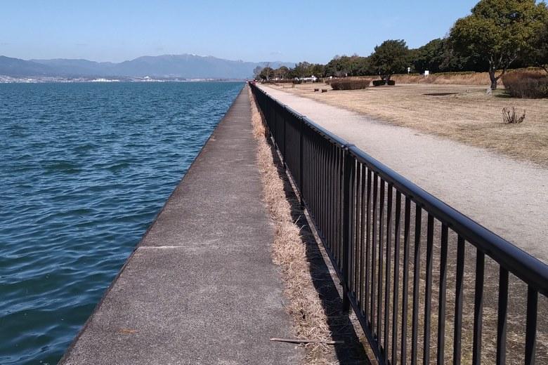 帰帆島の西岸の、垂直護岸