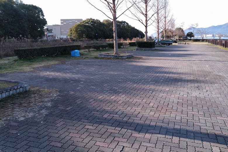 矢橋帰帆島の北西にある駐車場