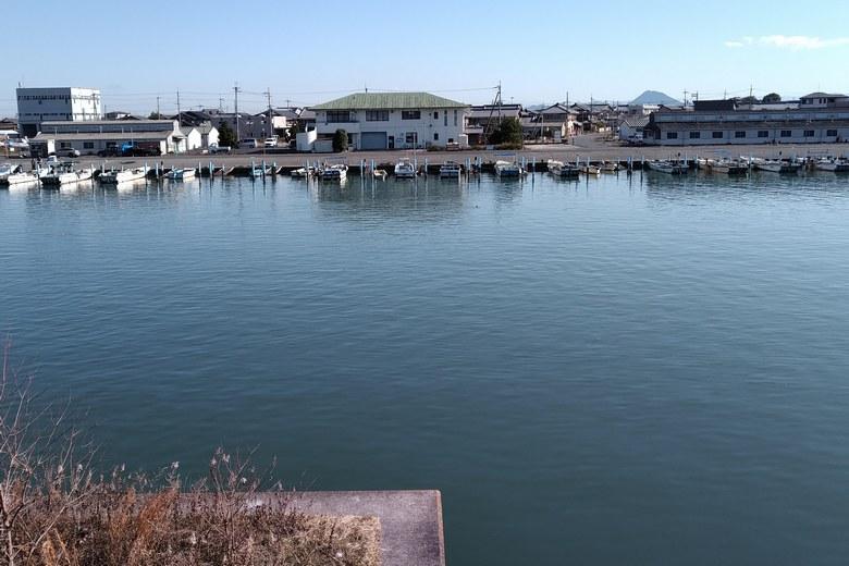 北山田漁港と漁船