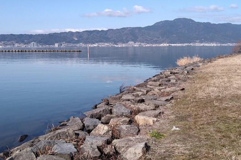 北山田1の石積み護岸と、一文字の防波堤