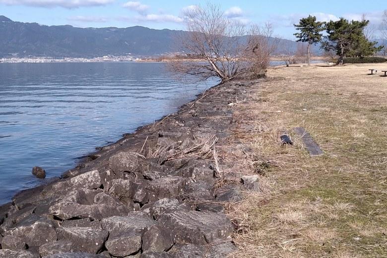 湖岸緑地・北山田2の石積み護岸