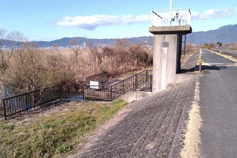 北山田の北側にあるアシ林の水門