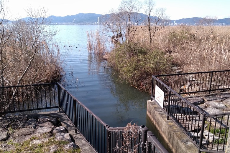 水門前の、開けたエリア