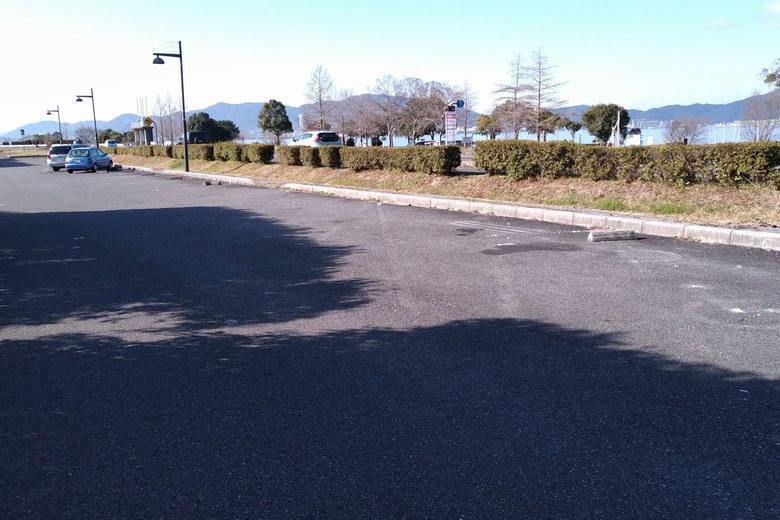 琵琶湖の反対側にある、北山田3の細長い駐車場