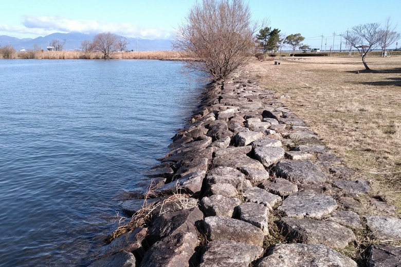 湖岸緑地・北山田3の石積み護岸