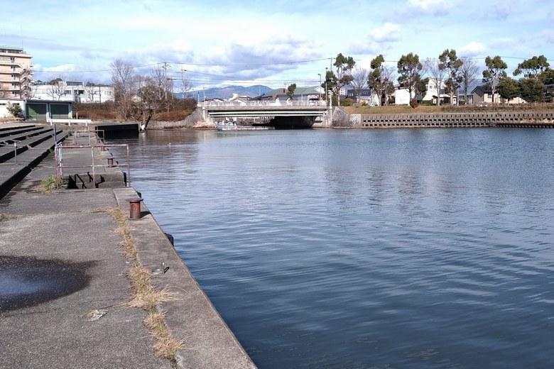 長浜港から見た米川の河口
