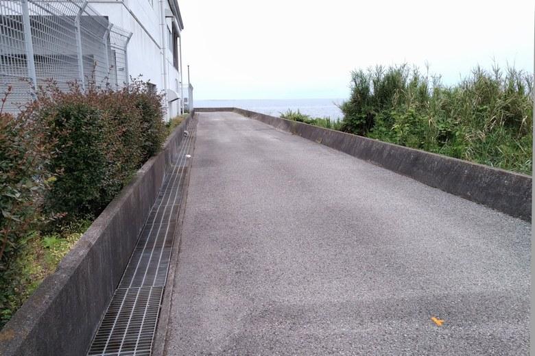 長浜水道企業団の裏へ行く道