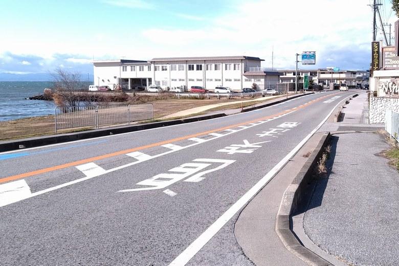 長浜水道企業団の前を通る、県道2号線
