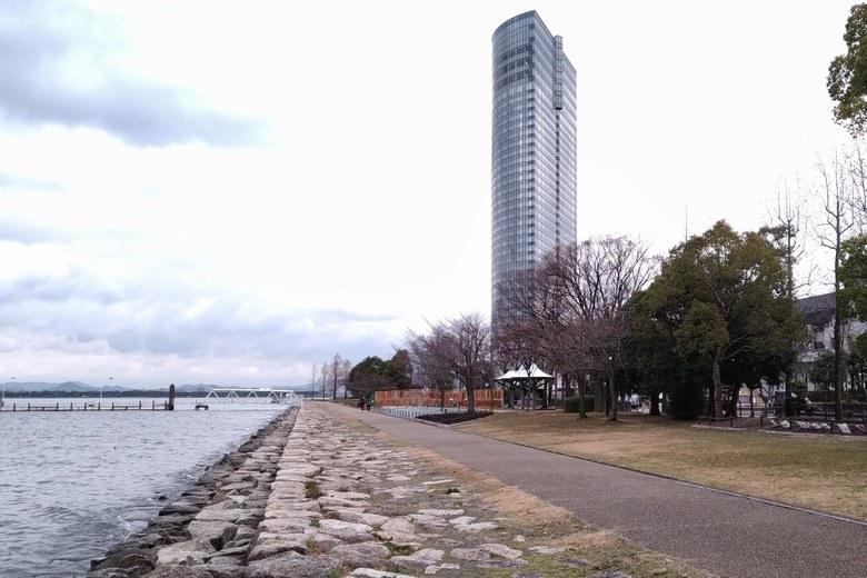 大津プリンスホテルとにおの浜の石積み護岸