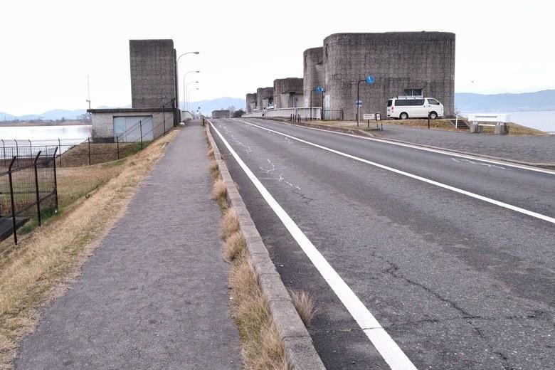 下物内湖の西を通る県道559号線