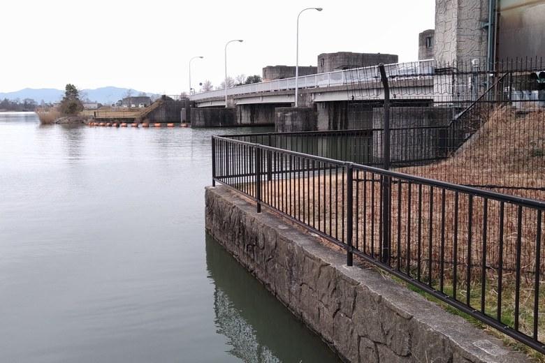 下物内湖の水門前のエリア