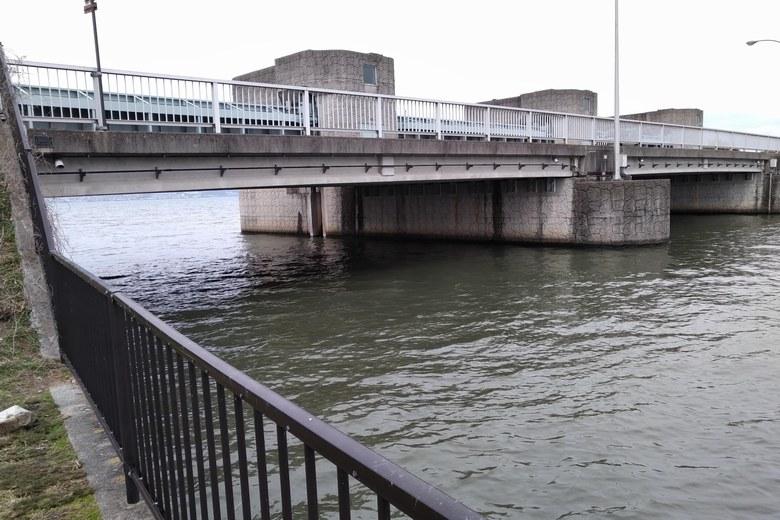 下物内湖と琵琶湖をつなぐ水門