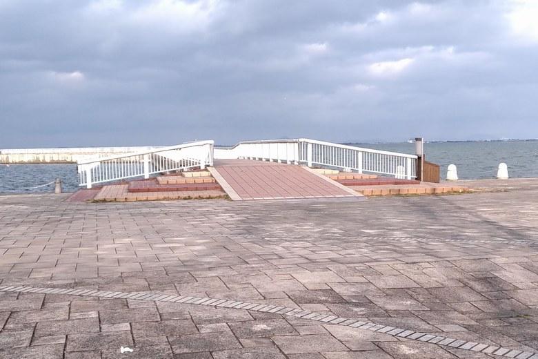大津港の遊歩道の入り口