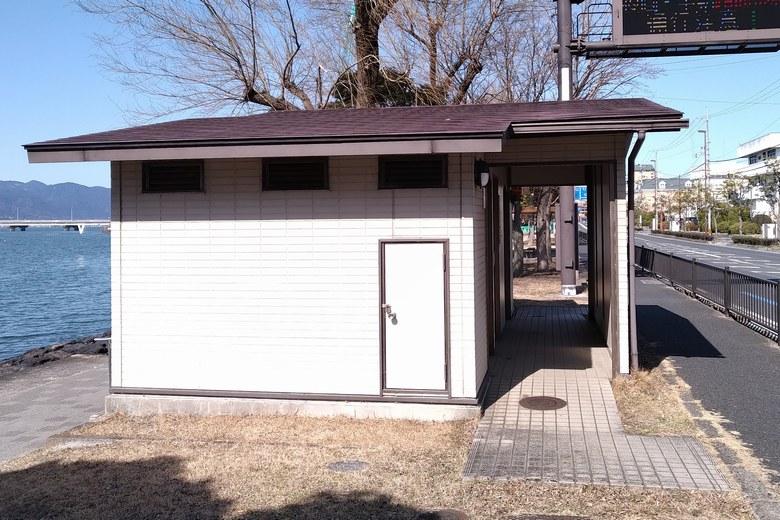 漕艇場エリアにある公衆トイレ