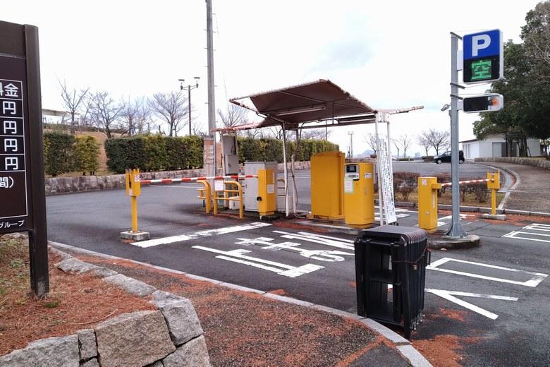 市民プラザ駐車場の入り口