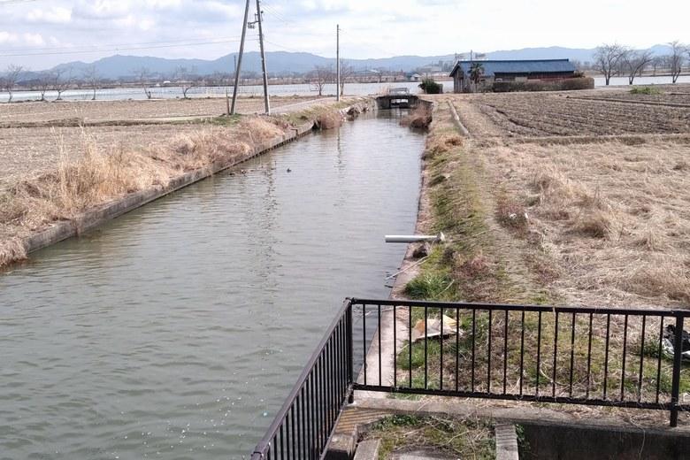 琵琶湖と平湖をつなぐ水路