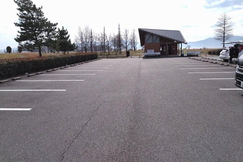 志那1中の駐車場