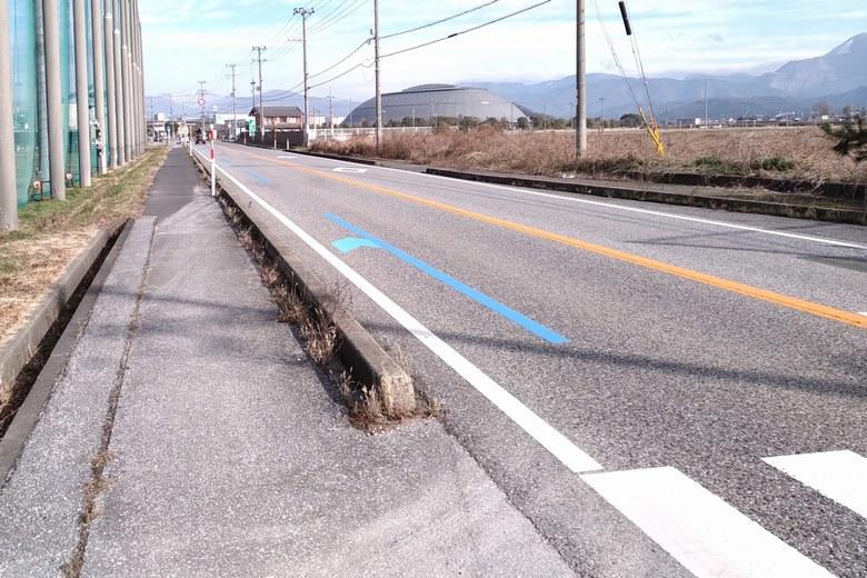 神明浜の隣を通る、県道2号線