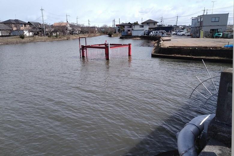 木浜3号水路の奥にある取水塔