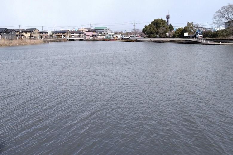 木浜3号水路の奥のマリーナ前