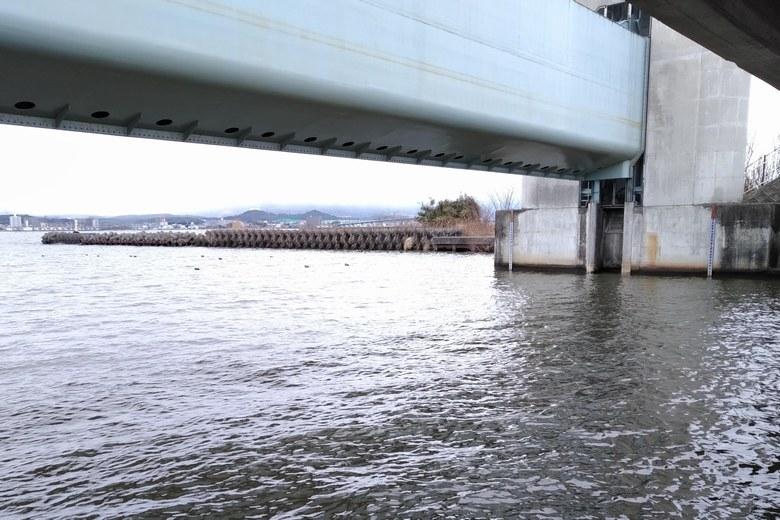 木浜3号水路の巨大な水門