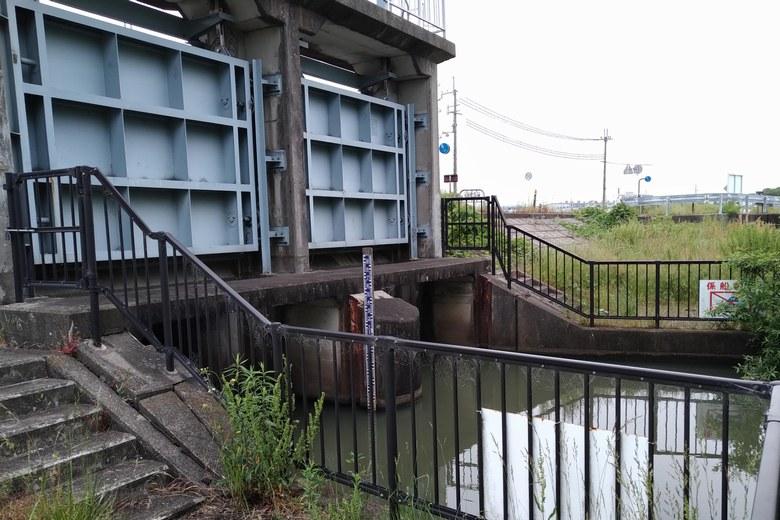 相撲エリアのある、東側の小さい水門