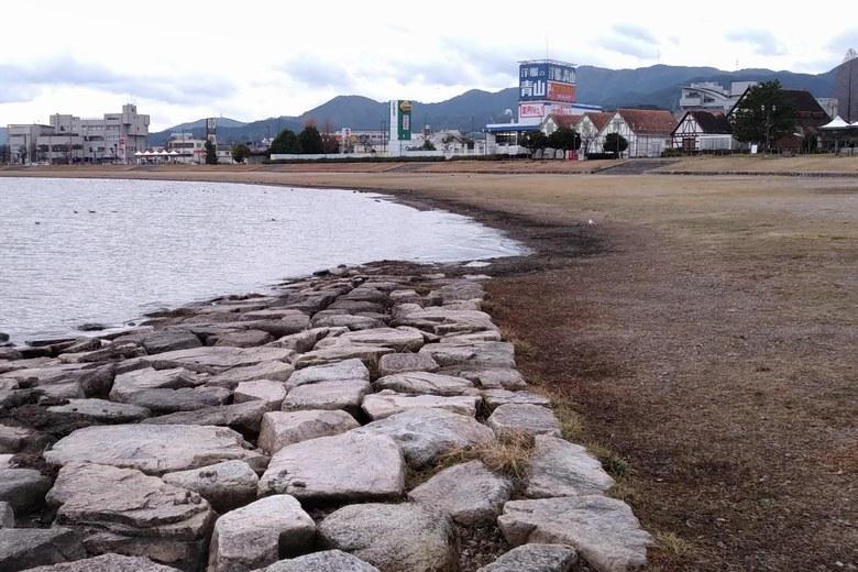 サンシャインビーチの石積み護岸の切れ目