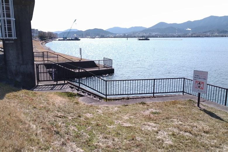 殿田川の河口の水門