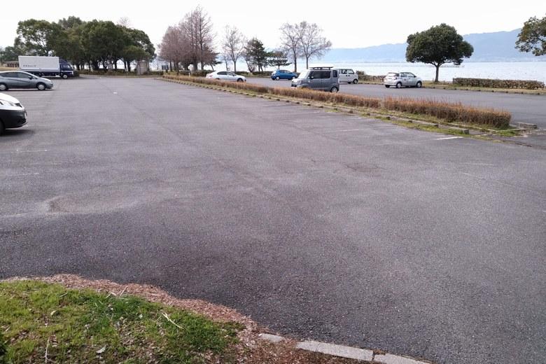 津田江1の、琵琶湖側の駐車場