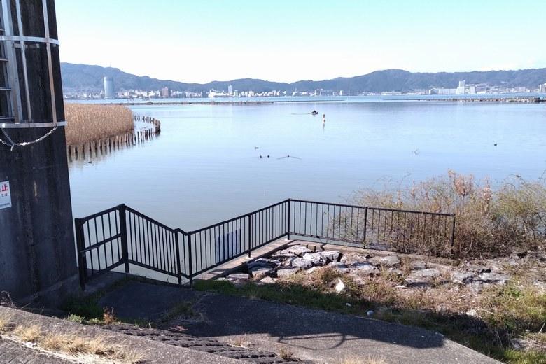 山寺川の河口と水門