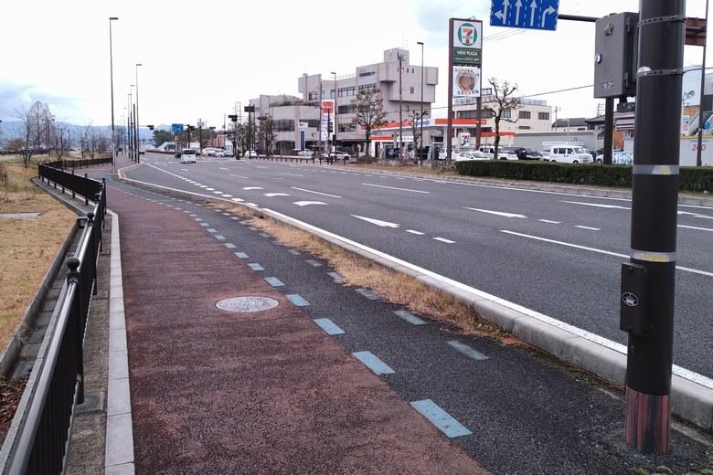 由美浜の前を通る県道18号線