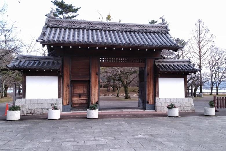 膳所城跡公園の入り口の門