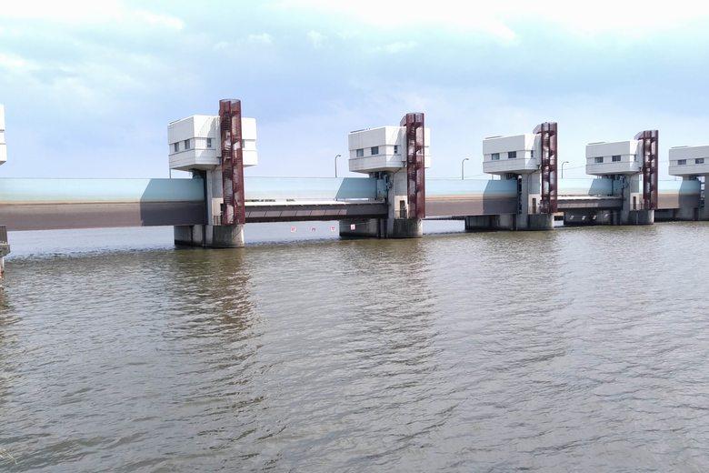 大同川の水門橋