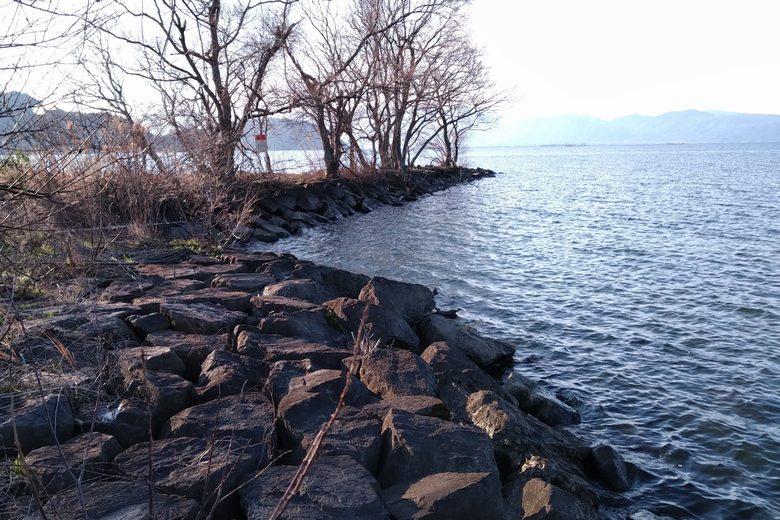 大同川河口の、西岸の石積み突提