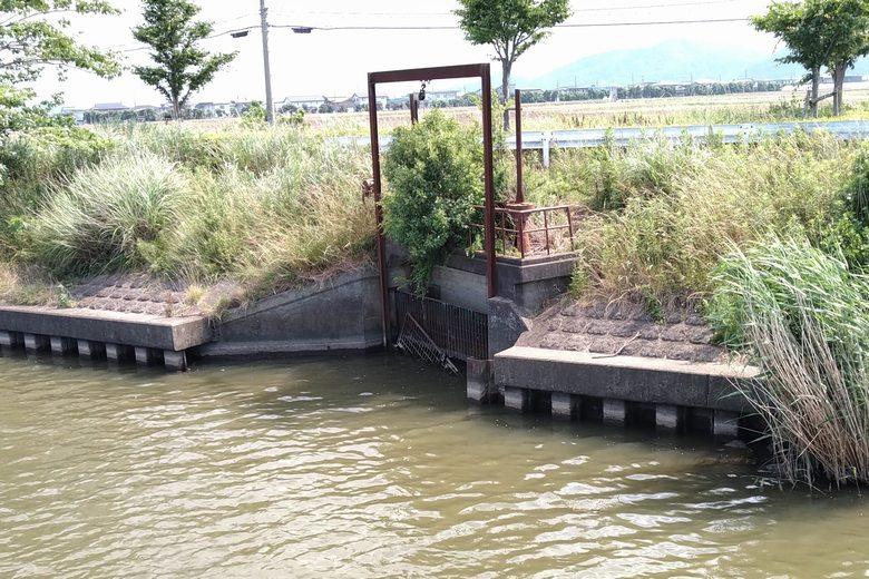 中の湖橋の下流にある水門