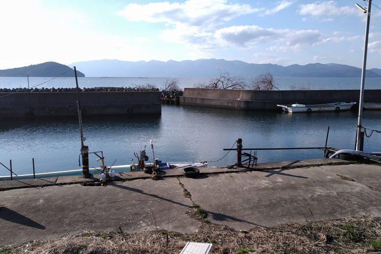 出在家漁港の船溜まり
