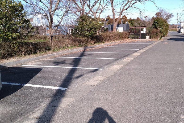 湖岸緑地・栗見出在家の駐車場