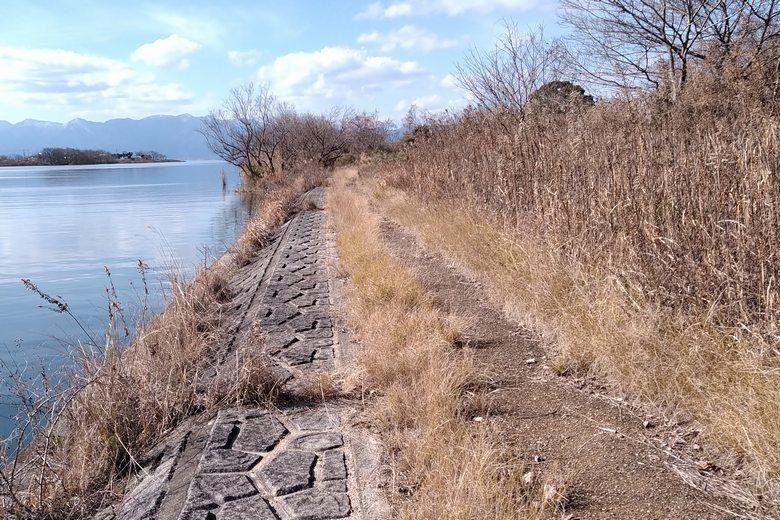 愛知川の北岸のコンクリート護岸