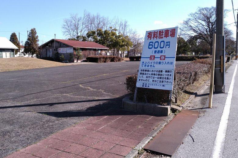 愛知川の北にある、新海浜の有料駐車場