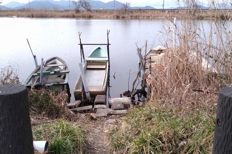 御旅所に浮いている小舟