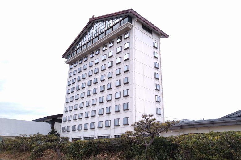 テトラブロック帯から見た、彦根ビューホテル