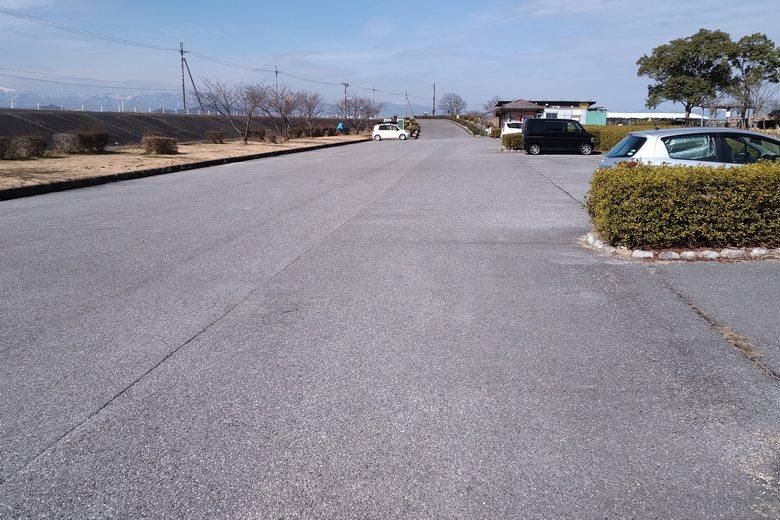 能登川水車前の、広い駐車場