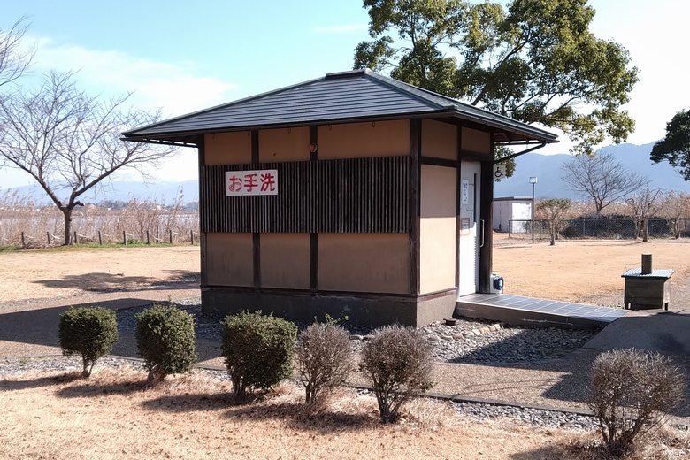 伊庭内湖の公衆トイレ