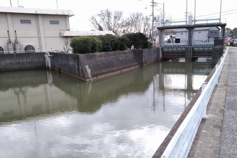 入江川に合流する、磯北川
